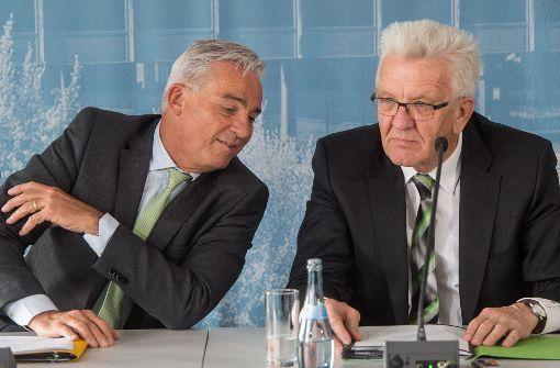Thomas Strobl (CDU) und Winfried Kretschmann (Grüne): Die grün-schwarze Landesregierung hat sich auf Ausgaben-Schwerpunkte für den Doppeletat 2018/2019 geeinigt. Foto: dpa
