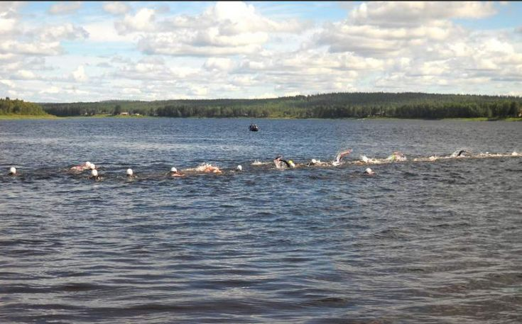 Pellon Napapiiri: Swim the Arctic Circle tapahtuma Tornionjoella