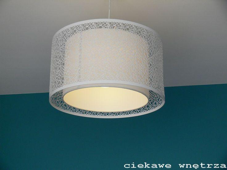 Ażurowy żyrandol dopełnia całości. Openwork completes the chandelier. www.ciekawewnetrza.blox.pl