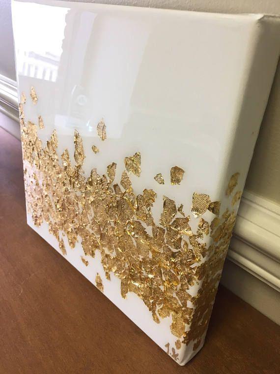 Cet article est une peinture acrylique avec des accents de feuille d'or, avec un revêtement en résine ressemblant à du verre qui ajoute un éclat brillant à l'art. Les travaux de revêtement pour faire ressortir toutes les nuances de la couleur et l'accent de la feuille d'or! ** Cette peinture exacte est vendue, mais une pièce sur mesure peut être faite sur demande et dans votre schéma de couleur de votre choix! Le prix est par la peinture. S'il vous plaît me contacter pour discuter des…