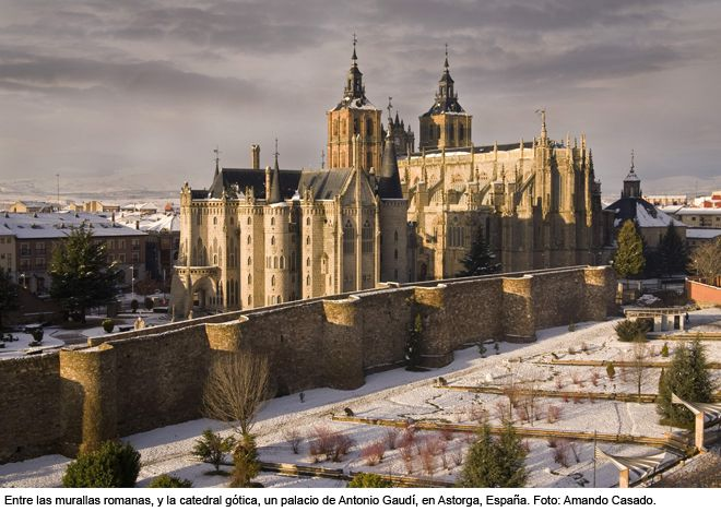 El palacio episcopal de Astorga, España.