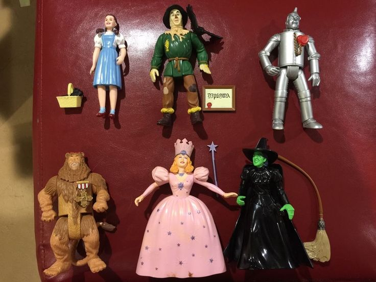 Wizard of Oz Collectible Figures - Movie Script - Photo Reproductions