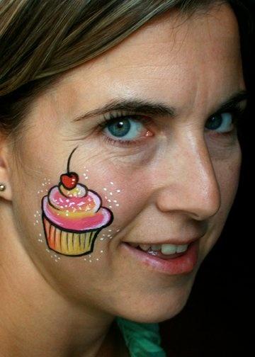 cupcake cheek art, face painting