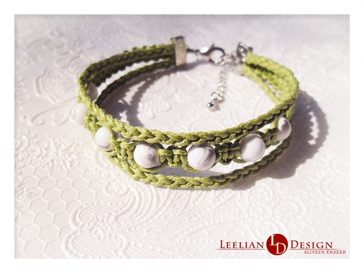 Howlite bracelet in green.  Howlit karkötő zöldben.