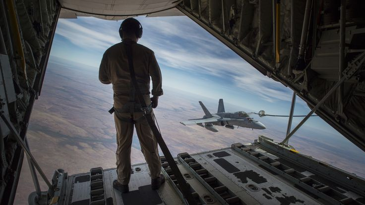 USMC crewmaster watches a F-18C approach the refueling hose from back of KC-130. Australia 2016 [5329 x 2998]