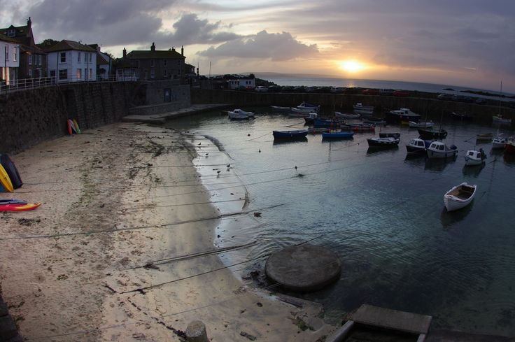 A peaceful start to the day at #Mousehole #harbour