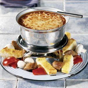 ITALIANO FONDUE: Robust Prego® Italian Sauce, red wine and mozzarella cheese meld together for a delicious Italian-style fondue.