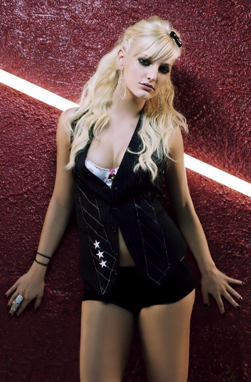 Ashlee Simpson #PawnSh... Ashlee Simpson Facebook