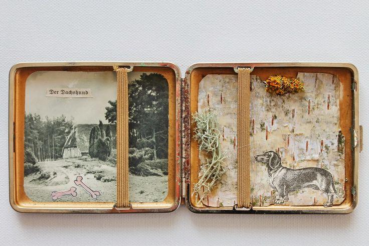 wunderkammer nr 4, der dachshund (heide kuriosa I)   19,5 x 8,5 cm   materialien: vintage zigarettendose, birkenrinde, irisch moos...