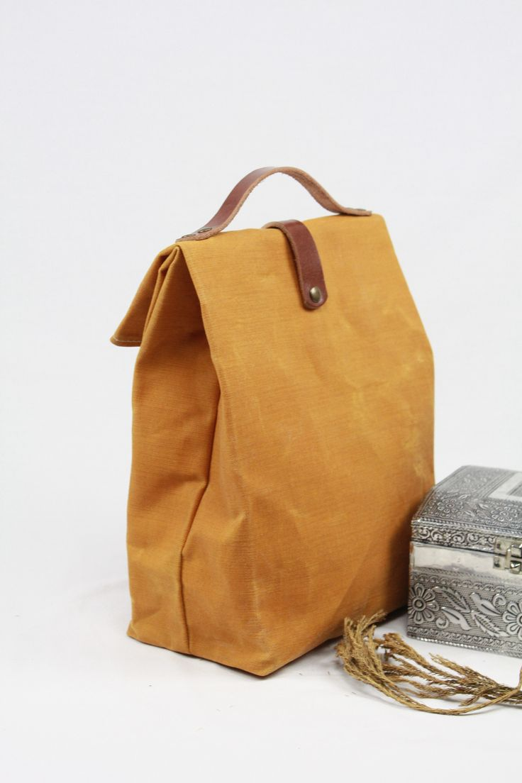 Lunch bag WAXED CANVAS MUSTARD, lunch bag tote, lunch bag waxed canvas AMARILLO, bolsa de almuerzo, waxed canvas tote, lona encerada, lunch bag leather, tote waxed canvas, bolsa de merienda, bolso para la merienda, waxed denim tote, worldmap, mapa del mundo, lunch bag flowers,sac á lunch, lunch bag lienzo,lunch bag canvas, lunch bag denim,tote bag denim canvas.