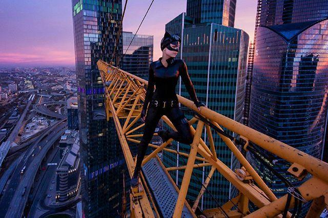 Моя версия женщины-кошки на вершине крана над башней в 50 этажей в Москве)) кстати, костюм я проапгрейдила и с сегодняшнего дня по просьбам даю его в аренду на съёмки!) #sokolkina_roof  #sokolkina_model  #sokolkina_cosplay