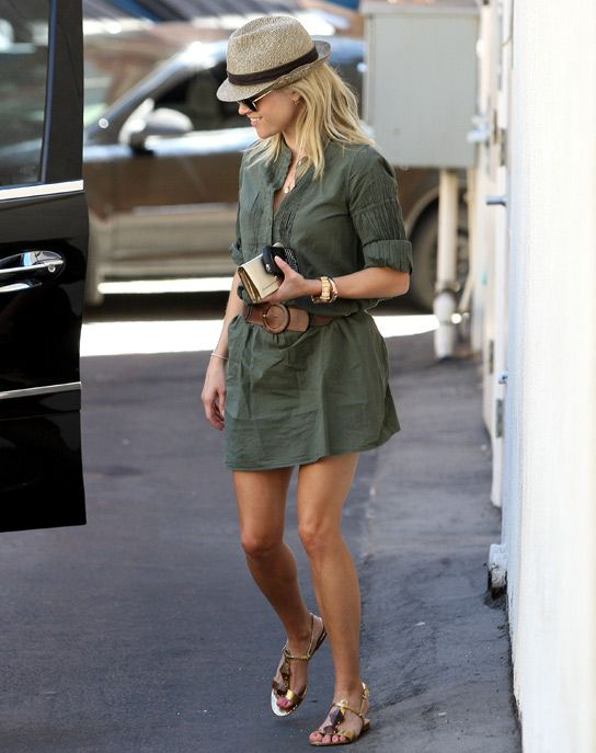 Get Reese Witherspoon's Casual Get-Up, Just In Time For The Weekend!