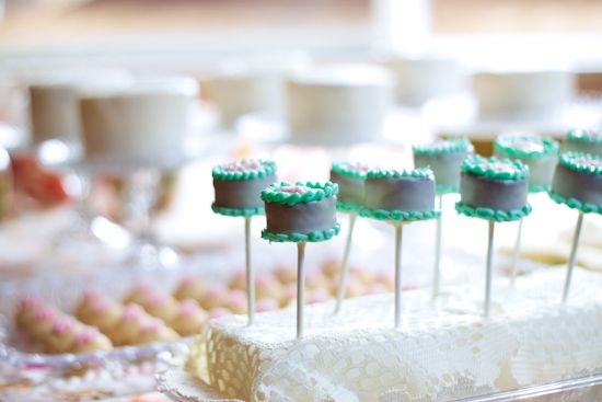"Strawberry Chic: DIY Tuesday: Mini Cake - ""Cake Pops"""