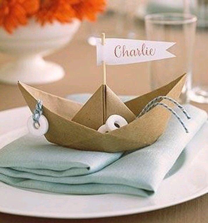 Little boat Puedes utilizar barquitas de madera y genial los pequeños donuts