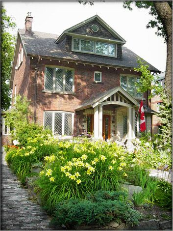 By the Park Bed and Breakfast - Toronto, Canada....Could be my Moms house!