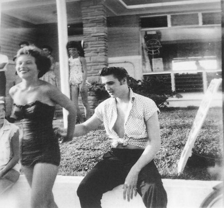♡♥Elvis Presley is at the Copacabana motel in Daytona Beach,Florida on Aug 9th,1956♥♡