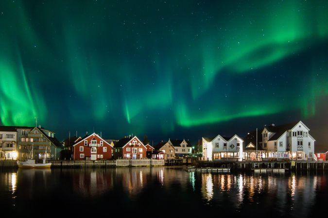 Henningsvaer harbor by Vidar Lysvold