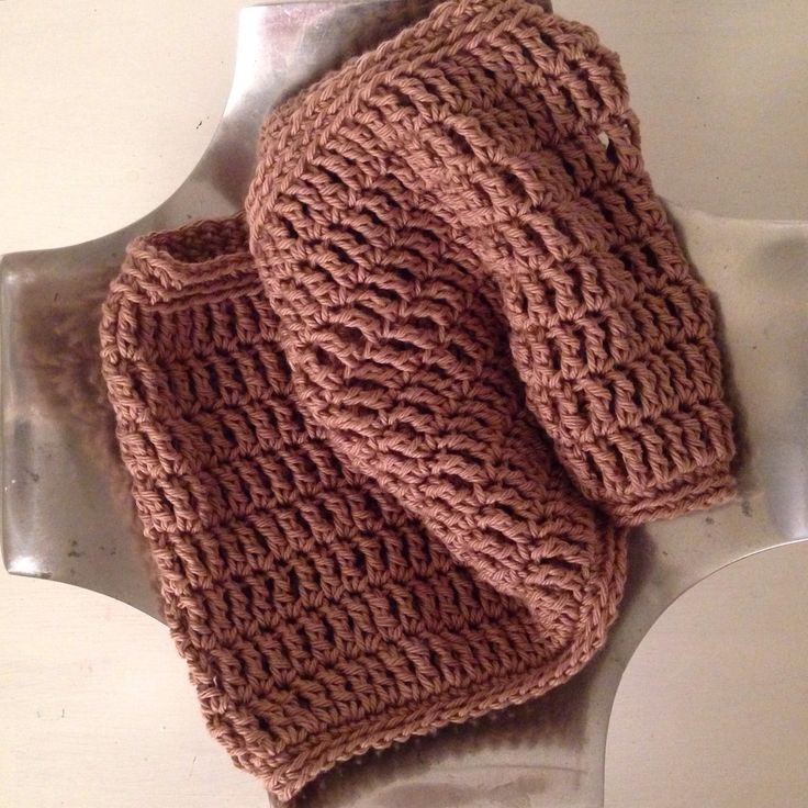 Crochet cowl in a lovely chocolate colour. Instagram: @amanomadewithlove