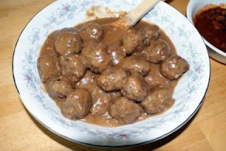 With Heart and Hand: Recipe: Meatballs in Brown Gravy