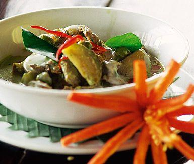 Är du sugen på thailändskt till lunch eller middag så ska du testa att laga till en Gaeng massaman nua. En thailändsk soppgryta med kryddiga smaker av jordnötter, kokosmjölk, currypaste, palmsocker och fisksås.