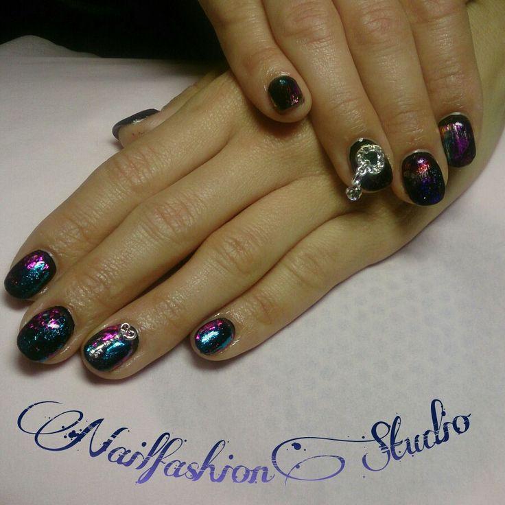 Svarta naglar med folie