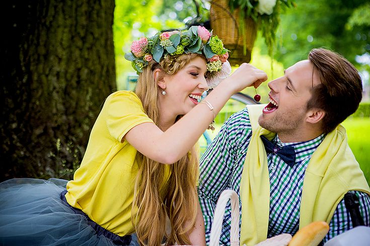 Photo by Agnieszka Potocka & Jarosław Klechowicz #sesjaciekocinko #zareczyny #engagementshoot #picnic #bicycle #rower #piknik #engagement #bridetobe #groomtobe #narzeczona #narzeczony #heasked #shesaidyes #szampan #champagne #wianek #wreath #love #weddingalchemy #bemyvalentinepl