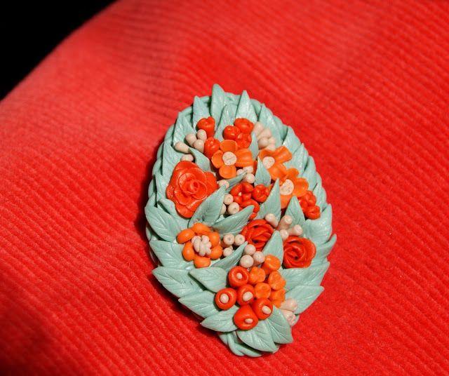Лавандовый домик: Брошь с цветами из полимерной глины