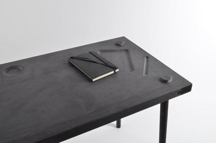 Studio Formellt - Piece of Me, bureau à mémoire de forme. La plateau de frêne…