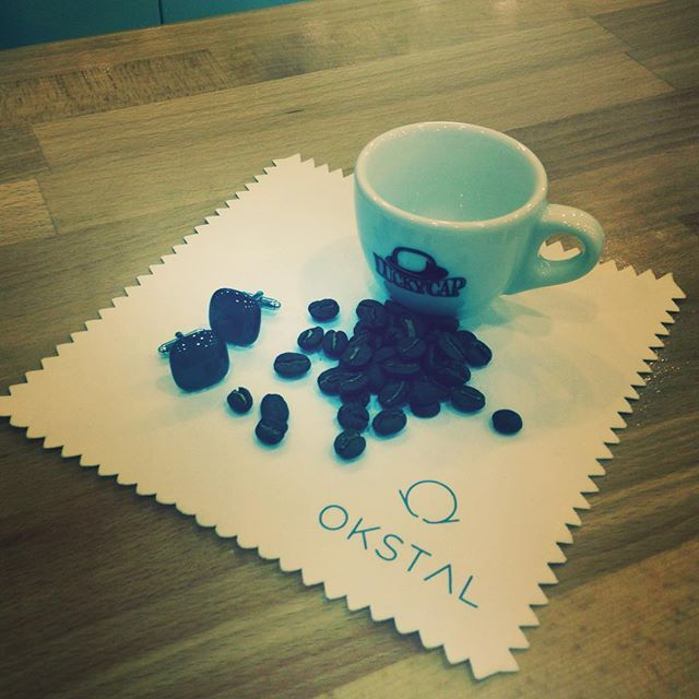 Monday morning coffee break. Testing mockups. #OKSTAL #shirt #style #coffee #LuckyCap #mondaymorning #followme #luxury
