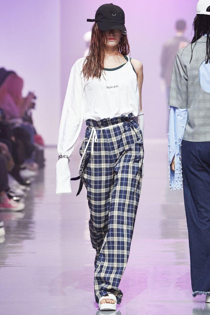 Style Korea: The Art of Korean Fashion • R. Shemiste S/S 2016 at Seoul Fashion Week