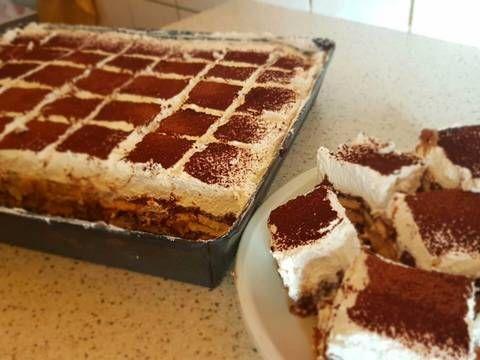 Mennyei Kinder Bueno recept! A családom kedvenc süteménye, nem tudok annyit sütni, hogy elég legyen.
