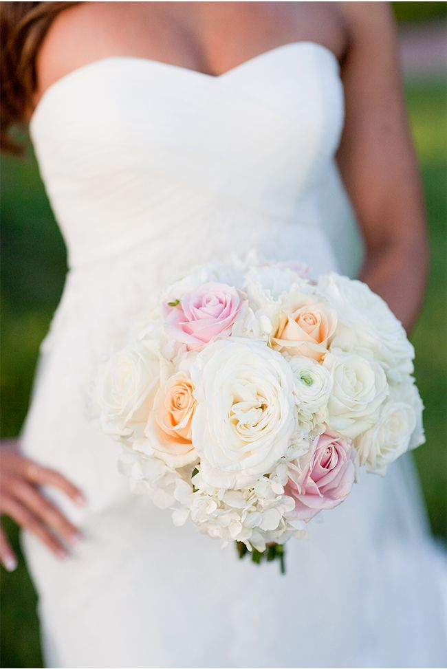 Gorgeous Bouquet Via Styleunveiled Com Michael Anna Costa Photography A Beautiful Santa White Bouquetswedding Bouquetswedding Flowersbeautiful