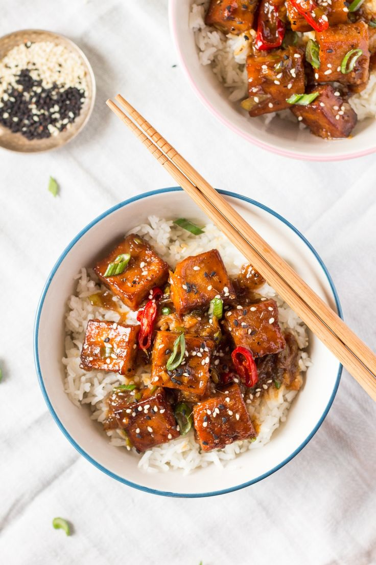 Black Pepper Tofu | Perfectly fried and seasoned tofu is served over Minute White Rice for a quick and delicious meal idea.