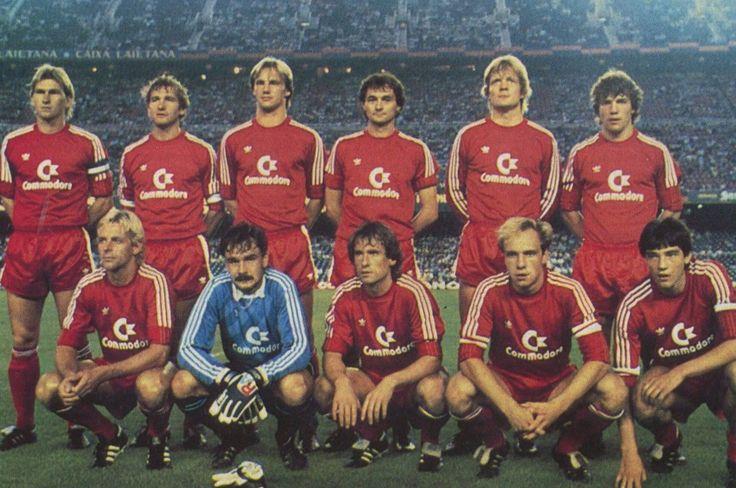 Bayern de Munich 1984/85. Klaus Aughentaler, Wolfgang Dremmler, Hans Pfleugler, Bernd Martin, Soren Lerby, Lothar Matthaus. Norbert Nachtweith, Raimond Aumann, Norbert Eder, Michael Rummenigge, Reinhold Mathy.