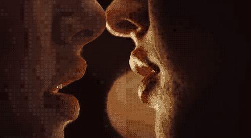 Encantada. Soy sapiosexual y lo que me pone de ti es tu inteligencia: fóllame el cerebro.