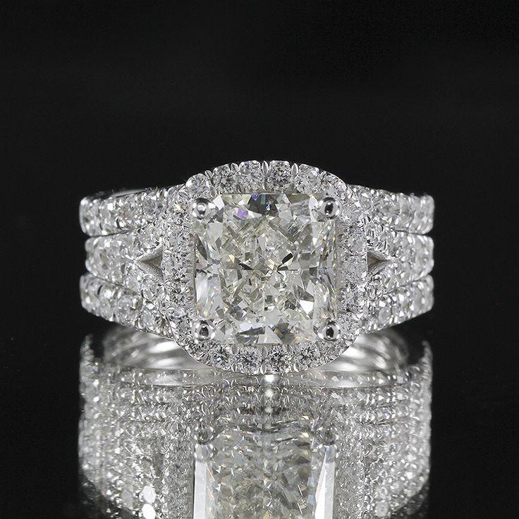 Gorgeous 5.01ctw #Cushion Dimond with brilliant Round Diamonds set in white #gold setting