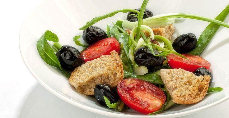 Ricetta Insalata di Puntarelle con Olive Nere al Forno di Castelvetrano - Ricette con le Olive