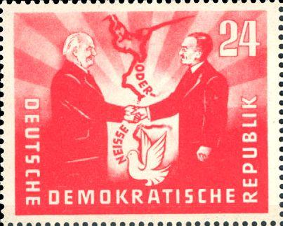 Görlitzer Abkommen: Wilhelm Pieck und Bolesław Bierut reichen sich über der Oder-Neiße-Grenze die Hände, Briefmarke der DDR von 1951