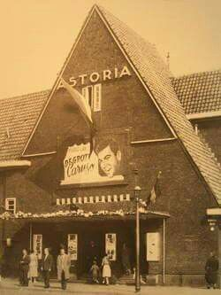 1950's. Cinema Astoria at the corner of the Kamperfolieweg and Mosplein in Amsterdam-Noord, next the soccer field of De Volewijckers. #amsterdam #1940 #Astoria