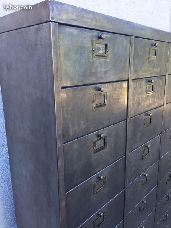 Rare Meuble Industriel 3 Colonnes Et 30 Clapets En Metal Porte Etiquettes Et Poignees Bouton Laiton Acier Dec Buffet Design Meuble De Metier Meuble Etagere