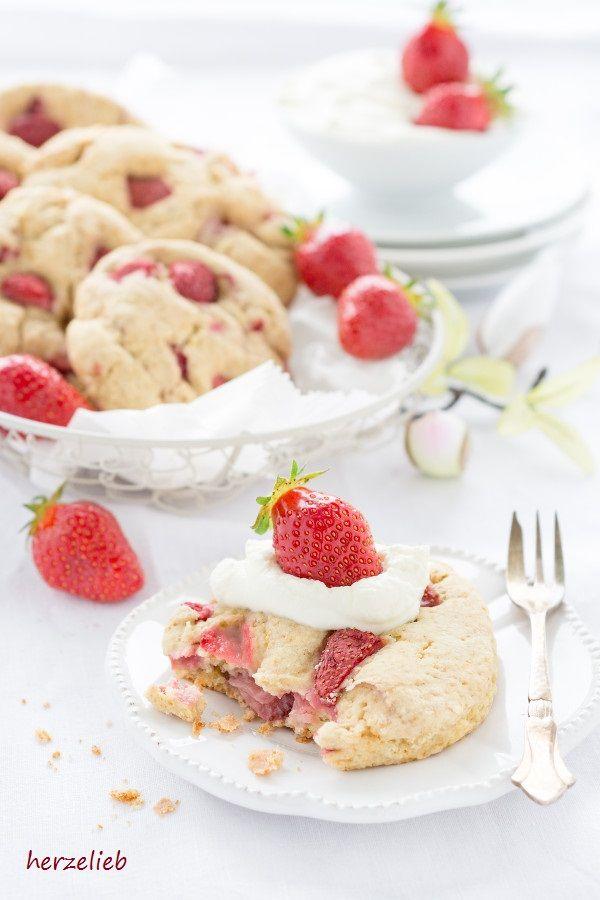 Jordbær Smukke Brød ist ein Gebäck aus Dänemark. Diese kleinen Kuchen sind herrlich schnell gemacht und sie sind sehr lecker!