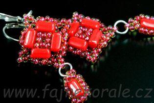 Náušnice z dvoudírkových cihliček a TOHO beads.  Fajne korále.