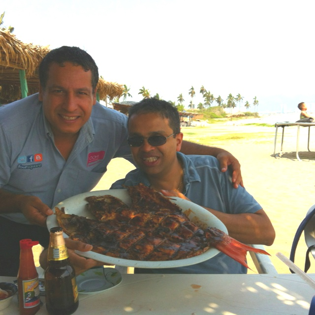 Comiendo Pescado sarandeado en Puerto Vallarta, gustan? / eating Sarandeado Red Snapper in Puerto Vallarta.