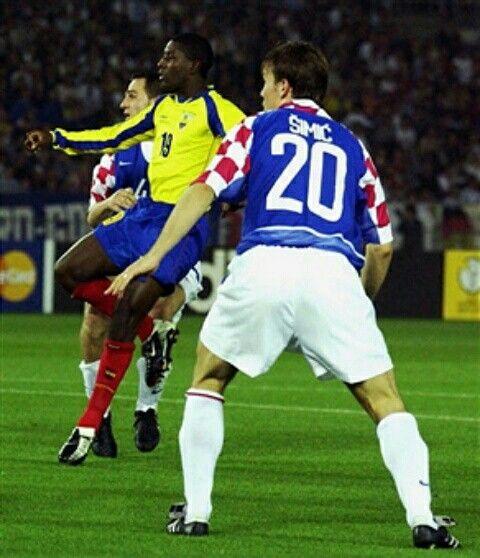 Ecuador 1 Croatia 0 in 2002 in Yokohama. Edison Mendez scores after 48 minutes and its 1-0 to Ecuador in Group G #WorldCupFinals