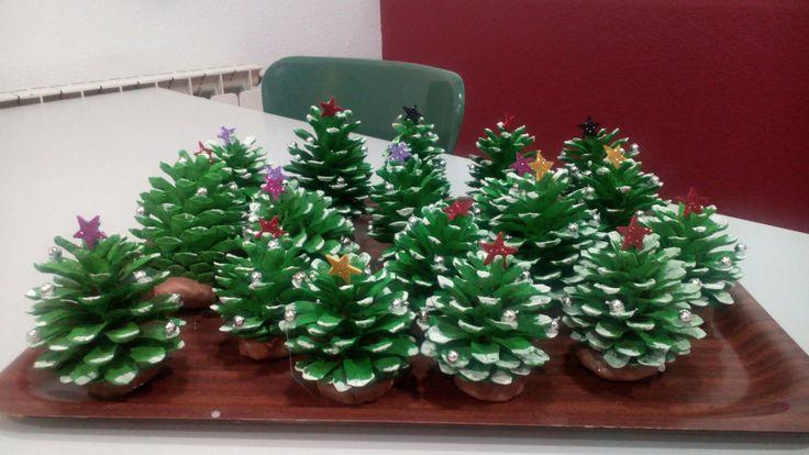 Arbrets Nadal fet amb pinyes