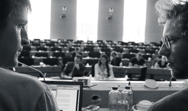 Demokracie 09. 03.   18:15Světozor MS 14. 03.   20:00Ponrepo Co to v tom Bruselu zase vymysleli? Otázka, která nad novinami či u televize padá často. Režisér David Bernet se rozhodl si na otázku odpovědět. Dva roky sleduje vytrvalé úsilí mladého německého politika Jana Philipa Albrechta, který má za úkol dohlédnout na tvorbu nové evropské legislativy o ochraně dat...