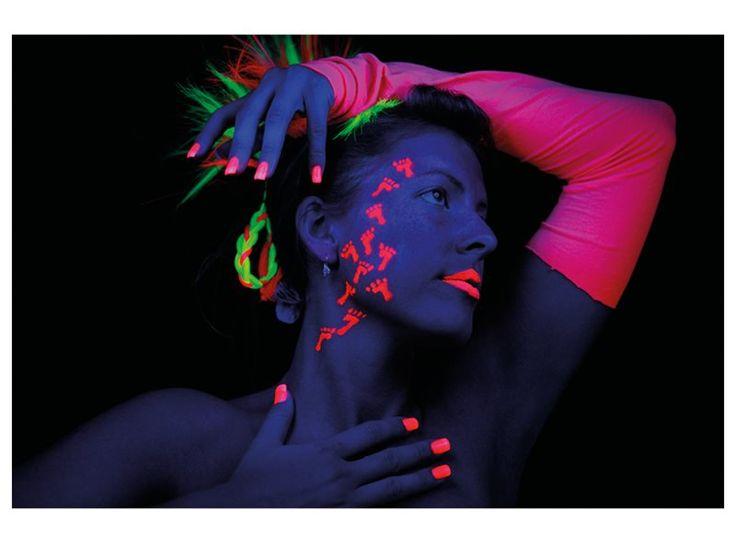 Ook in het donker val jij op met onze Glow in the Dark schmink!
