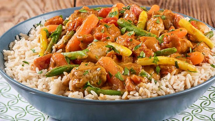 Peanut Chicken Vegetable Curry | Green Giant Canada Recipes Loaded with vegetables and cooked in a velvety curry sauce, this dish will make a delightful dinner tonight!