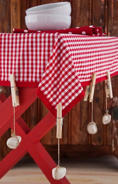 what an awesome idea! stones hanging from pegs and a string so it doesn't go flying or just lifts while eating outdoors! genius!