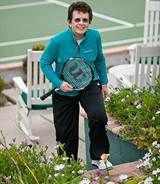 Find out how tennis legend Billie Jean King is doing after getting knee replacements.